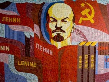 Instagram.com/soviet_artefacts - Ilustracja Lenina. Sankt Petersburg