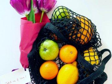 Minden rendben lesz - Sárga citrom gyümölcs fekete és barna kosárban.