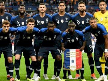 Echipa franceză de fotbal - Încercați să reconstruiți imaginea echipei de fotbal franceze! Depinde de tine să fii deștept!