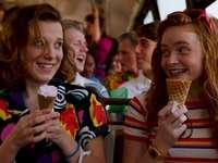 Stranger Things Eleven (Millie Bobby Brown) - Questa è una foto della terza stagione di Netflix Show Stranger Things.