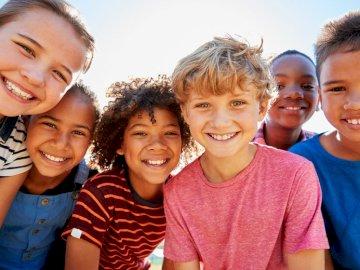Dzieci Świata - Puzzle przedstawiające dzieci z różnych stron świata. Z przeznaczeniem dla przedszkolaków.