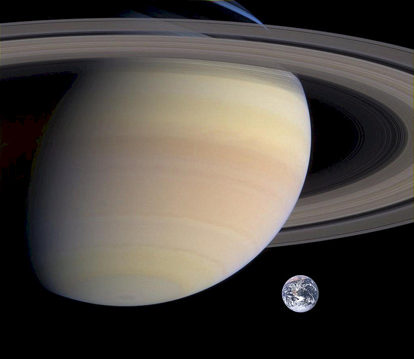 Saturn and the earth - SATURN WITH RINGS AND EARTH