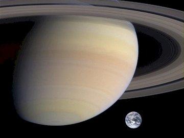 Saturn i ziemia - SATURN Z PIERŚCIENIAMI I ZIEMIĄ