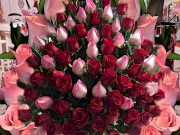 Bukiet z róż. - Układanka. Kwiaty: bukiet z róż.