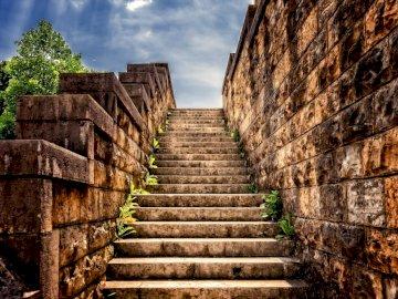 Schody do nieba - piękny krajobraz kamienne schody