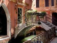 Във Венеция