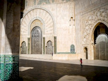 Interiér mešity - Hassanova mešita v Casablance