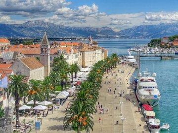 Croatia - Trogir - seaside boulevard