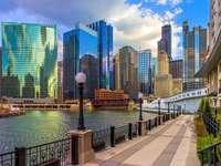 Skyskrapa och flod i Chicago