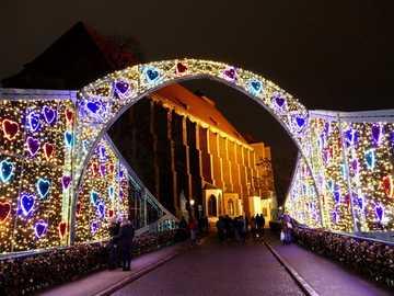Puente Wroclaw Tumski - En el puente Tumski, los amantes cuelgan candados con sus iniciales