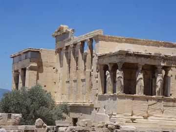 Erechtheum na Akropolu w Atenach, Grecja - Ten budynek znajduje się na Akropolu obok Partenonu i zawiera kariatydy.