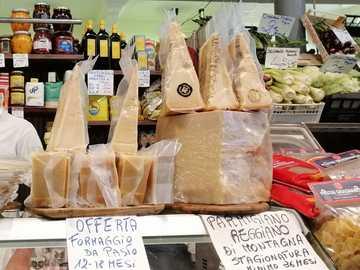 queso-queso - Market hall en Módena