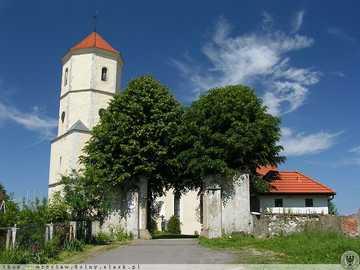 Kościół - Kościół z bramą wjazdową
