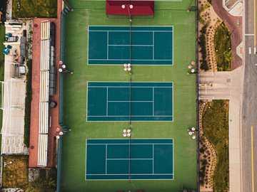 vue aérienne du terrain de football - PORTRAITS INSTAGRAM - @LGNWVRPRTRTS INSTAGRAMME ÉDITORIAL - @LGNWVRPHTO INSTAGRAM PERSONNEL - @LGNW