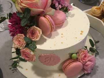 Torcik z żywymi kwiatami - Tort urodzinowy z żywymi kwiatami