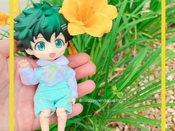 Un bambino e un fiore - Un ragazzino carino e un bel fiore