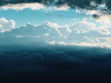 Ciel éthéré - vue aérienne des nuages. Aspendale, Australie