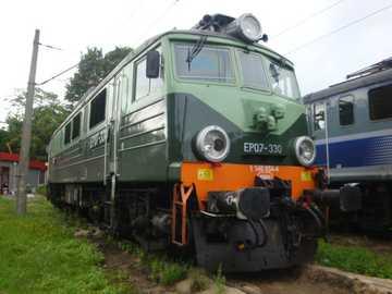EP07-330 - Zielona EP07-330 κατά τη διάρκεια μιας στάσης στο Kołobrzeg
