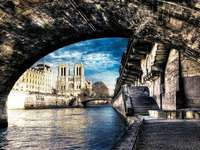 Катедралата Нотр-Дам в Париж