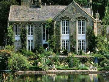 House by the lake - Beautiful cottage on the lake surrounded by greenery