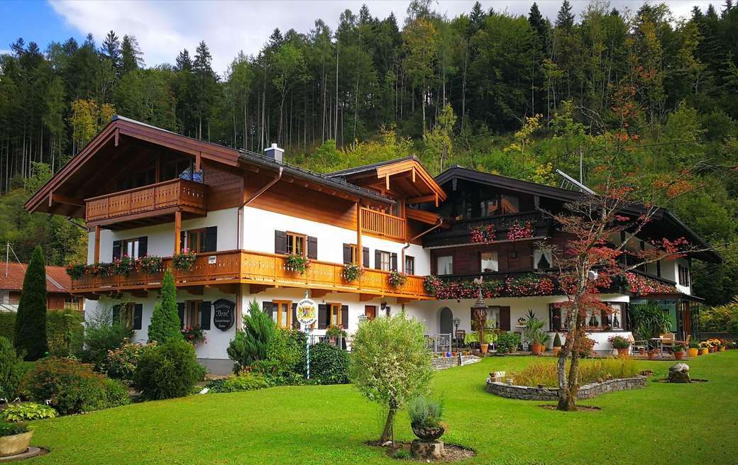 Gasthuis - rust aan de voet van de berg ---- (15×9)