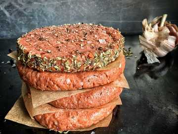 brown bread with ham and cheese - LikeMeat Like Burger - Soya based, photographer & cook: Line Tscherning.