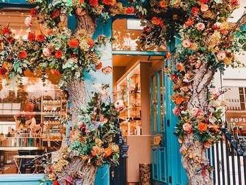 Blumiger Eingang - Blumeneingang zum Laden