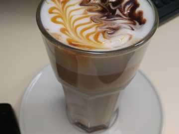 el cafe de mi mama - Mi madre tiene una máquina de café en casa.