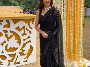 Sushmita Sen - Sushmita w sari na gali