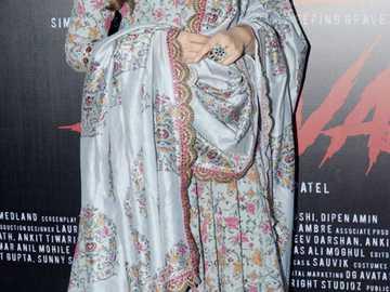 Nargis Fakhri - Nargis w tradycyjnym hinduskim stroju na gali