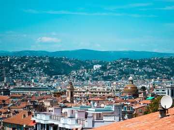 Skyline Nicei, Francja - widok z góry gród pod błękitne niebo. Ładna, Francja