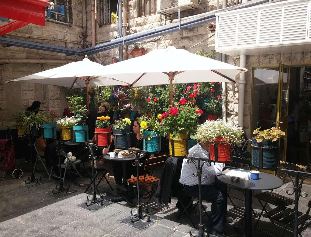 Kolorowe kwiaty - różnokolorowe kwiaty na targu