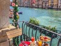 Στο μπαλκόνι της Βενετίας. - Παζλ: στο μπαλκόνι της Βενετίας.