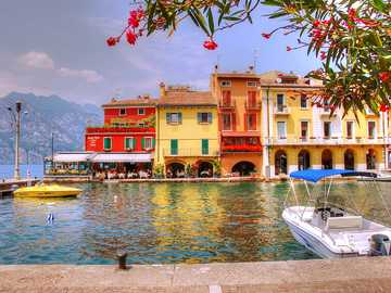 colorful houses - Charming houses on Lake Garda