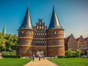 Miasto Lubecka - niemieckie miasto - brama holsztyńska