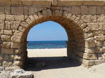 Acueducto en Cesarea - Acueducto en Cesarea junto al mar