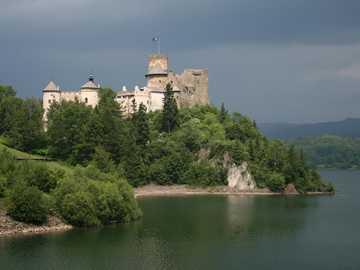 Zamek w Niedzicy - Zamek w Niedzicy w pochmurny dzień