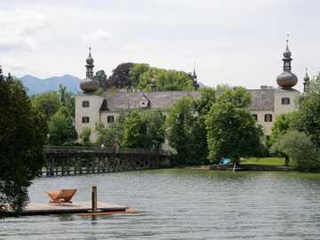 Zamek nad jeziorem - Κάστρο στη λίμνη
