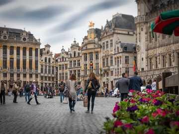Bruxelles - marché - architecture - personnes