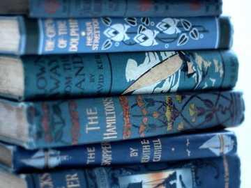 Books :) - Σωρός από βιβλία