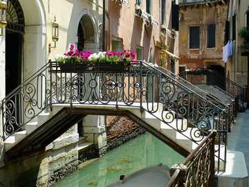 Italienischer Urlaub - Venedig Leben am Kanal