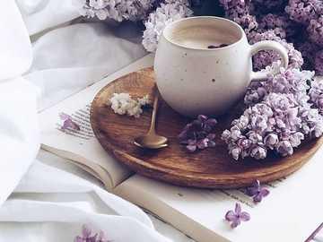 Café y merengue - Una taza de café, un buen libro y el olor a lila.