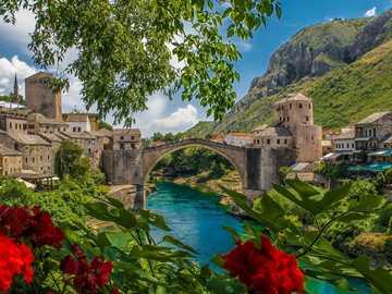 Bosnien-Herzegowina - Brücke über den Fluss Neretva