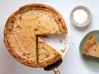 plăcintă pe suport de tort