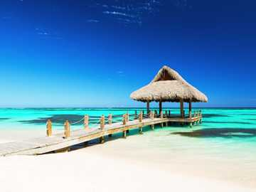 Maldivas - Maldivas es un archipiélago de 1.192 islas de coral agrupadas en 26 atolones de coral natural en el