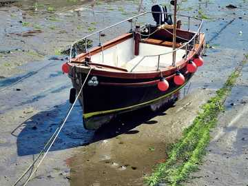 boat on shore - Penzance is a town, civil parish and port in Cornwall, in England, United Kingdom. It is the most we