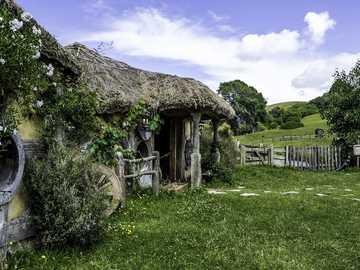 Hobbiton plan filmowy - atrakcja turystyczna Nowej Zelandii