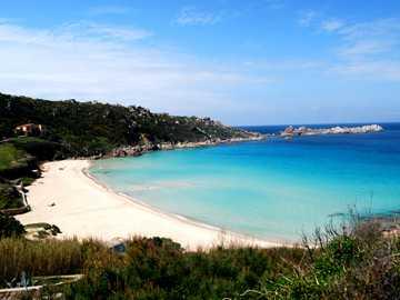 """Spiaggia  della """"Rena bianca"""" - i bellissimi colori di una delle spiagge più rinomate in Sarddegna"""