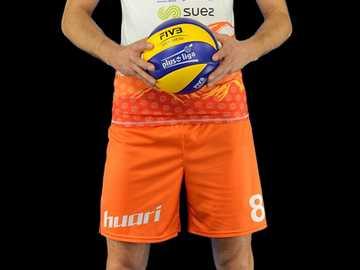 Bartosz Janeczek - Carriera nel club Ha iniziato la sua carriera presso MKS MOS Wieliczka. Più tardi ha suonato in MKS