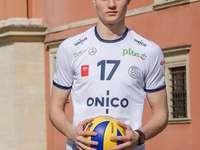 Mateusz Janikowski - Mateusz Janikowski, som tar emot KS Metro Warszawa, har tecknat ett kontrakt med ONICO Warszawa. Kon